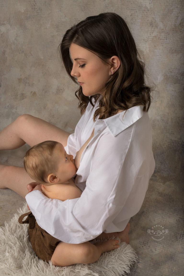 séance photo allaitement strasbourg - photo maman bébé - clover photographies