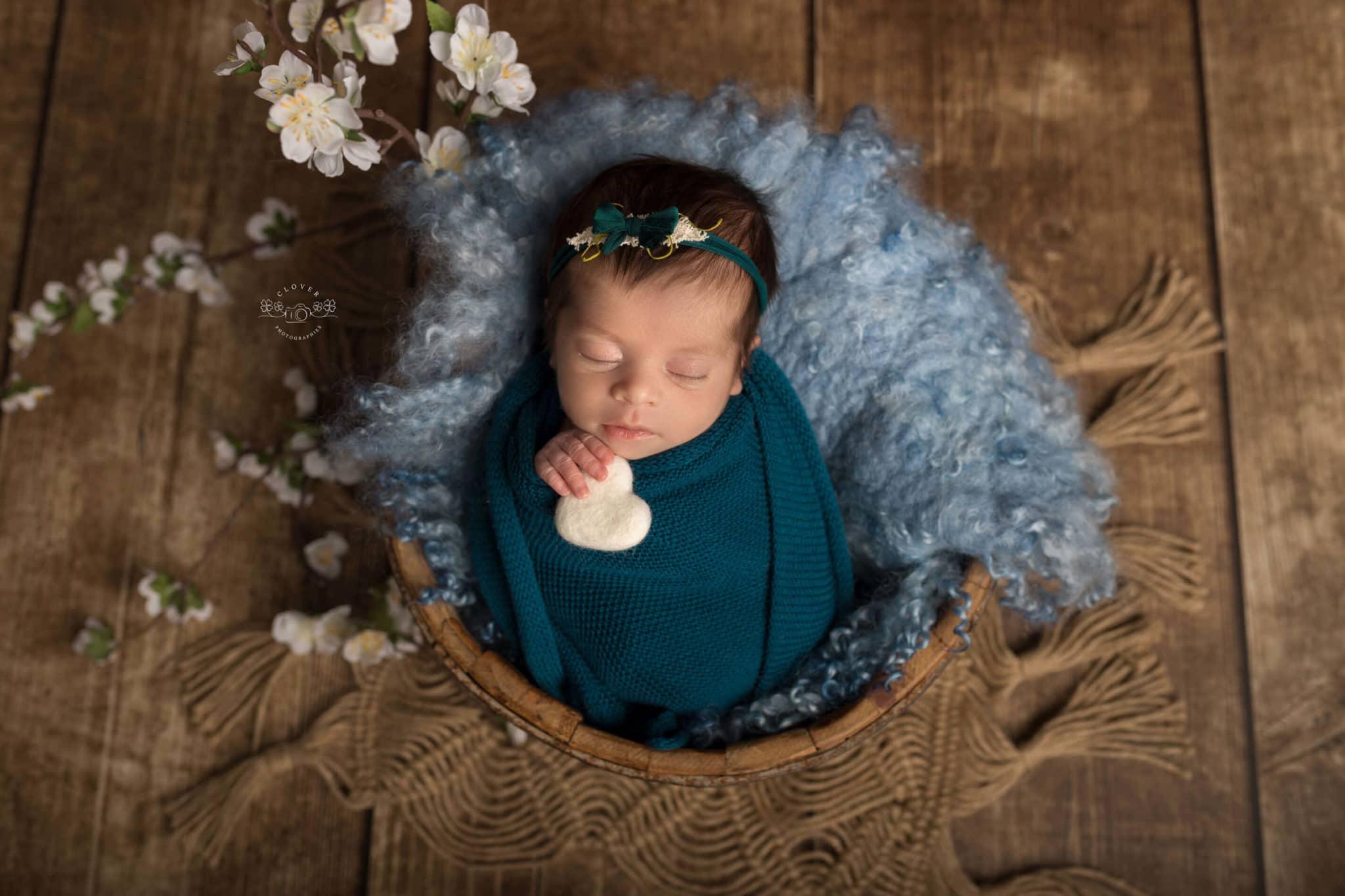 Séance photo bébé naissance - Clover Photographies