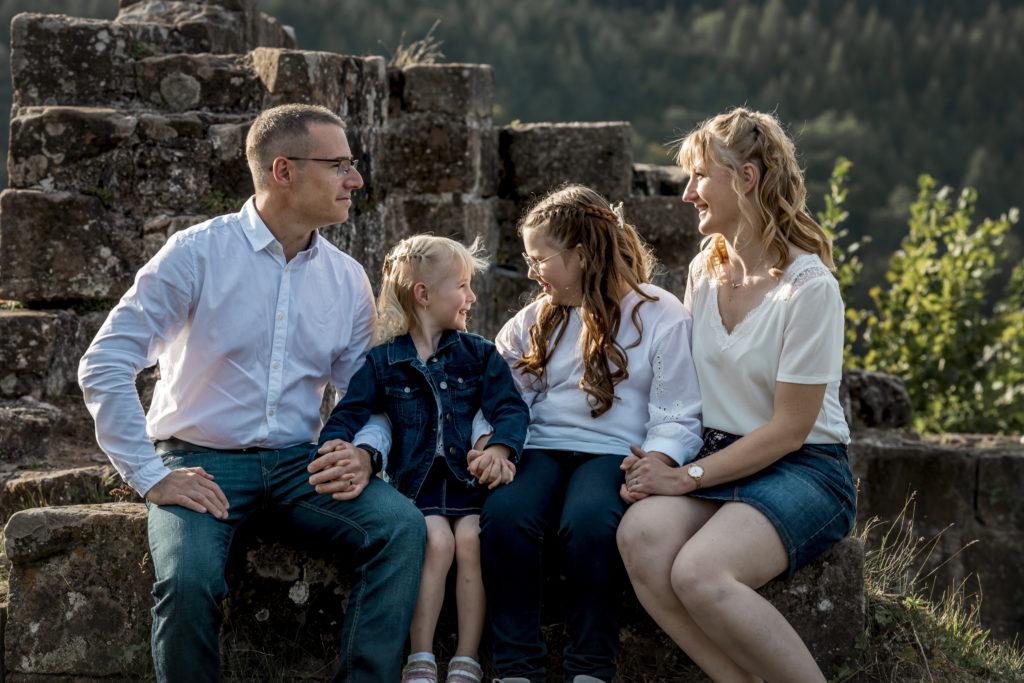 séance photo engagement avec enfant, famille - clover photographies